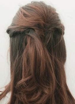 ねじりとめハーフアップ七五三髪型
