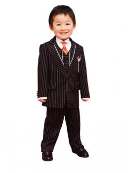 ストライプのスーツを着た男の子
