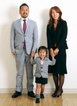 スーツで七五三の家族写真