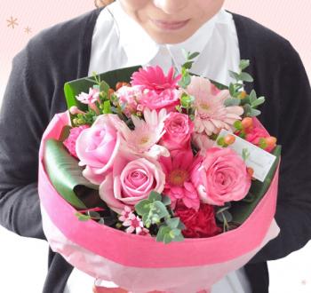 ホワイトデーに大きな花束のプレゼント