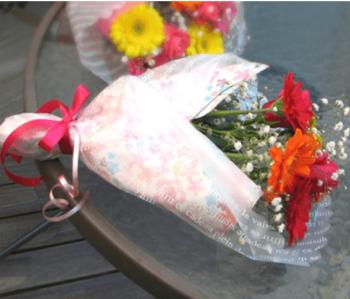 ホワイトデーのお返しに人気のバラやガーベラなどの花束