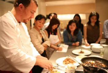 ボーナスの使い道で40代独身女性に人気の料理教室