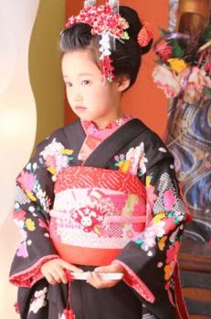 七五三で日本髪の女の子