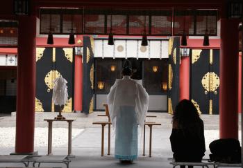 厳かな雰囲気の神社