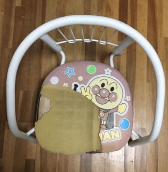 壊れた豆椅子