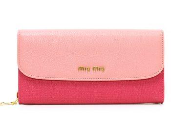 女子高校生に人気のミュウミュウの財布