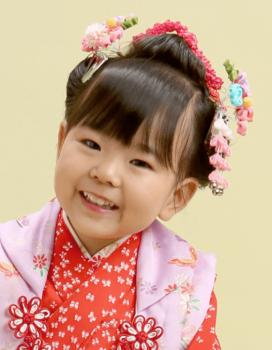 日本髪の着物を着た七五三の女の子