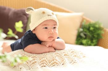 温泉旅行でくつろぐ赤ちゃん
