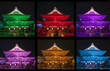 灯明まつりで6色にライトアップされた善光寺