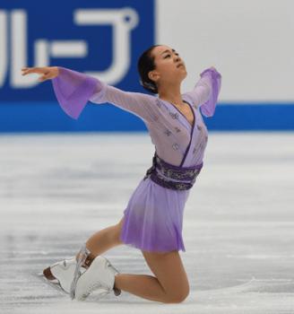 紫の衣装の浅田真央