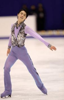 紫色の衣装で踊る羽生結弦選手