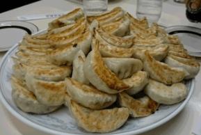 餃子100個デカ盛りチャレンジ