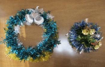 2色のモールを使ったクリスマスリース
