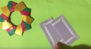 10枚パーツのリースと長方形の紙2枚