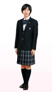 飯豊まりえ出身高校日出高校制服2