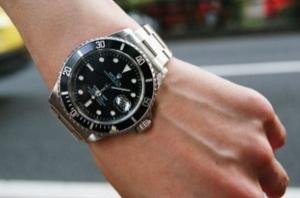 妻から夫結婚記念日プレゼント腕時計