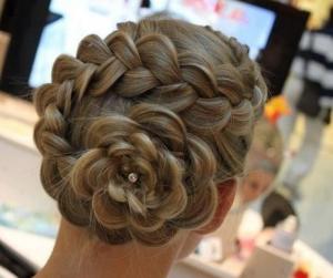 結婚式髪型バラ編み込み