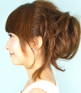 結婚式髪型フェミニンサイド垂らす