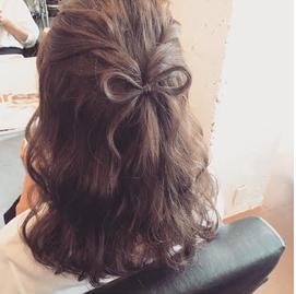 結婚式髪型髪でリボン