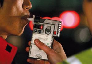 飲酒運転調べる呼気検査