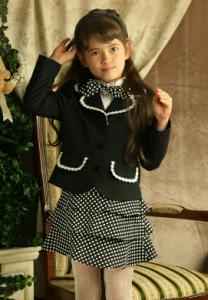 ブラウスジャケットスーツの女の子