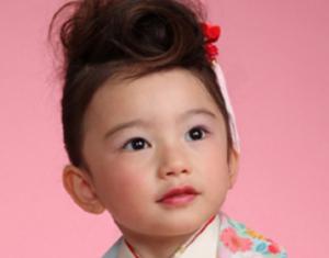 前髪アップ髪型子供女の子