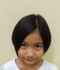 前髪も分けていてさらに大人っぽい雰囲気になっています。