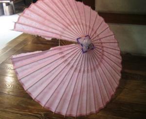 和傘破れた