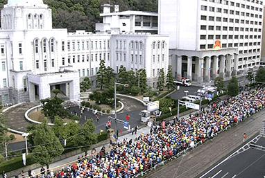 愛媛マラソンコース2017年スタート愛媛県庁前