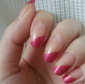濃いピンクネイル