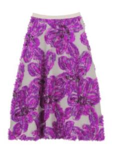 大胆な花柄のスカート