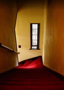 伊集院家の階段