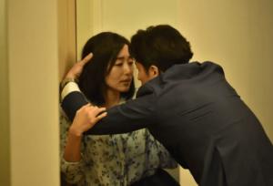 綾子と秀明1313号室前