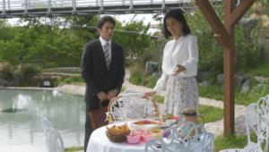 手料理をすすめる綾子