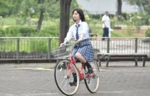 自転車に乗るみゆき